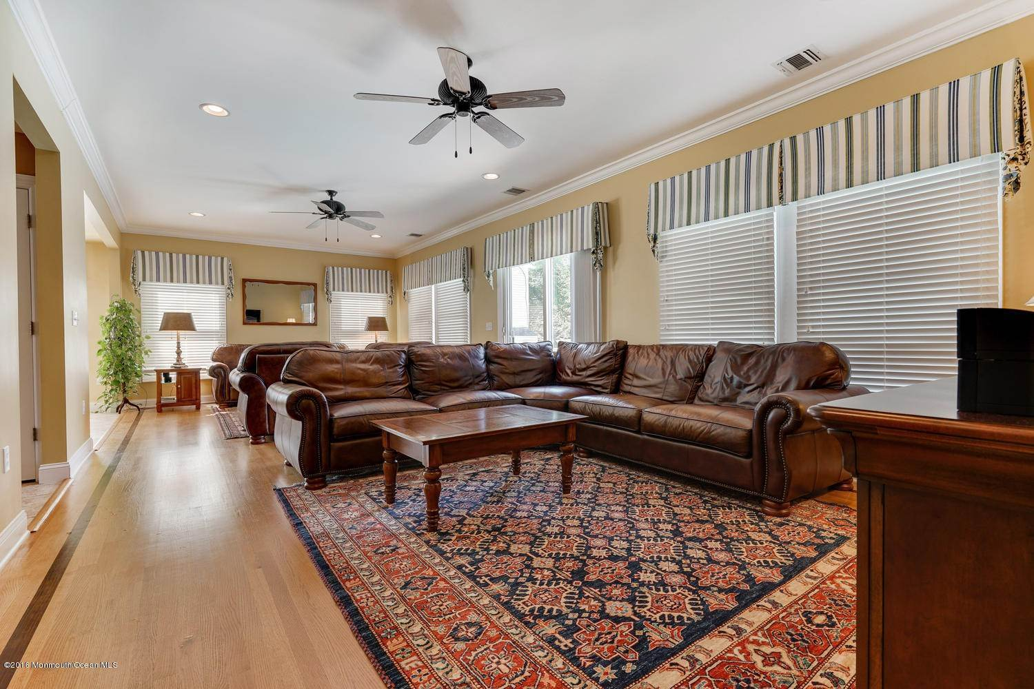 15. Single Family Homes for Sale at 28 1st Avenue Seaside Park, New Jersey 08752 United States