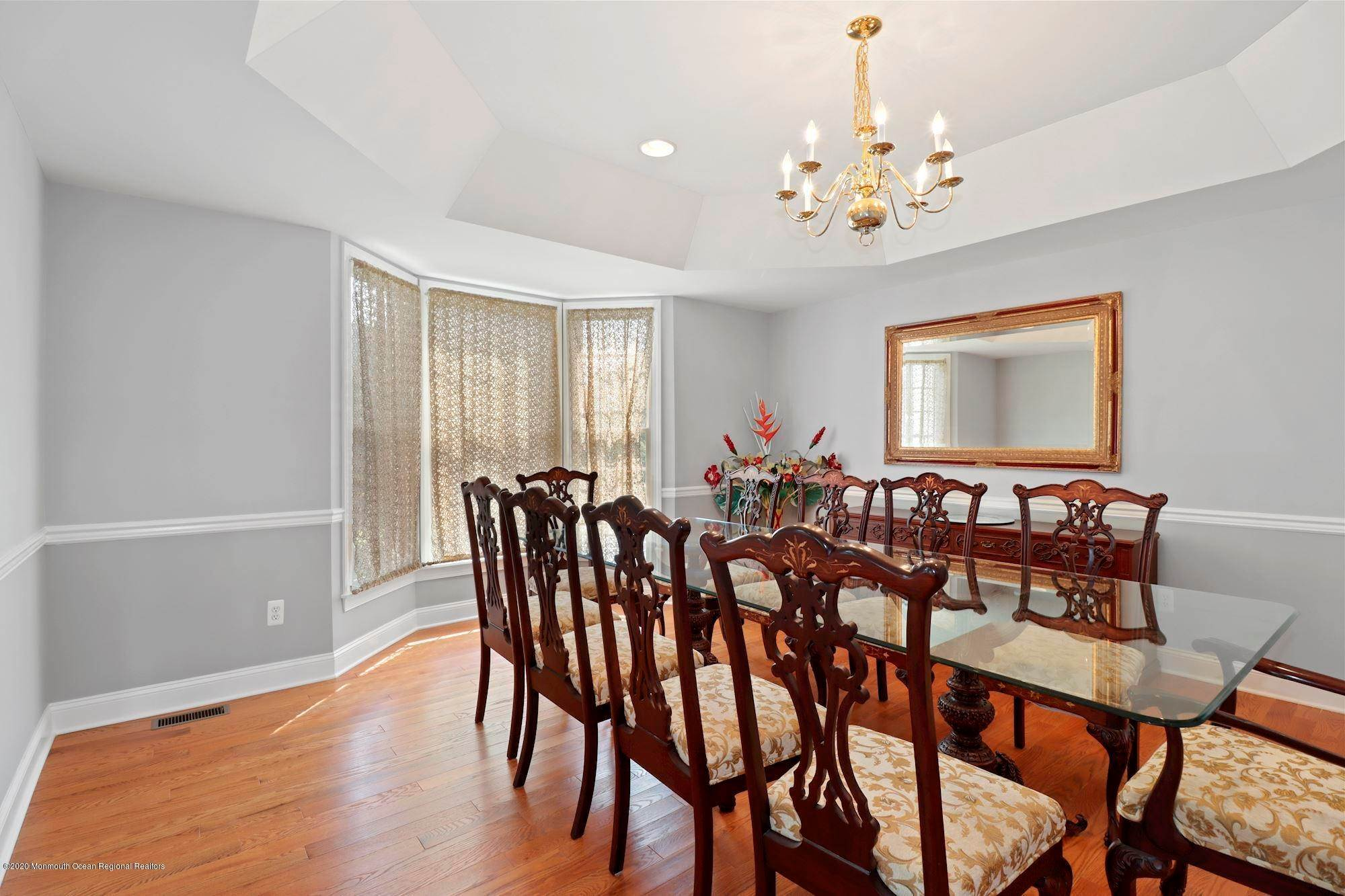 16. Single Family Homes for Sale at 2 Lecarre Drive Marlboro, New Jersey 07746 United States