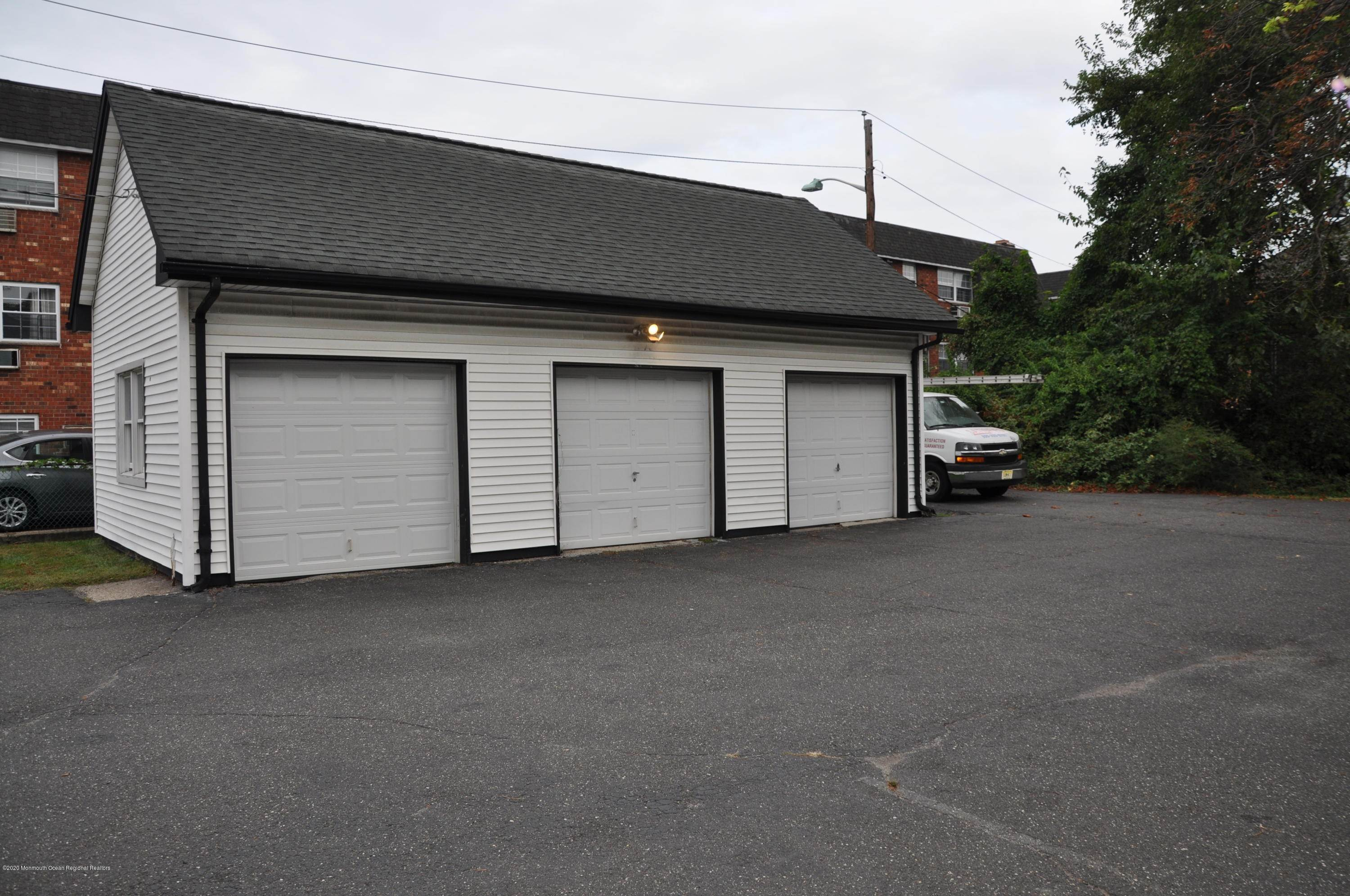 4. Commercial for Sale at 274 Main Street Little Ferry, New Jersey 07643 United States