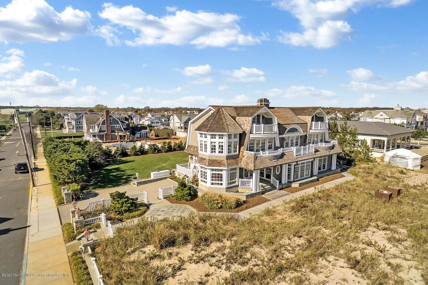 7. Single Family Homes for Sale at 903 Ocean Avenue Sea Girt, New Jersey 08750 United States