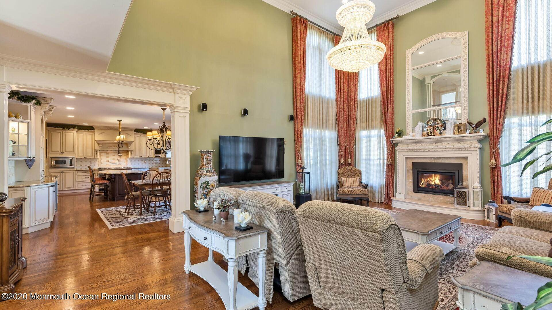 14. Single Family Homes for Sale at 18 Winchester Lane Holmdel, New Jersey 07733 United States