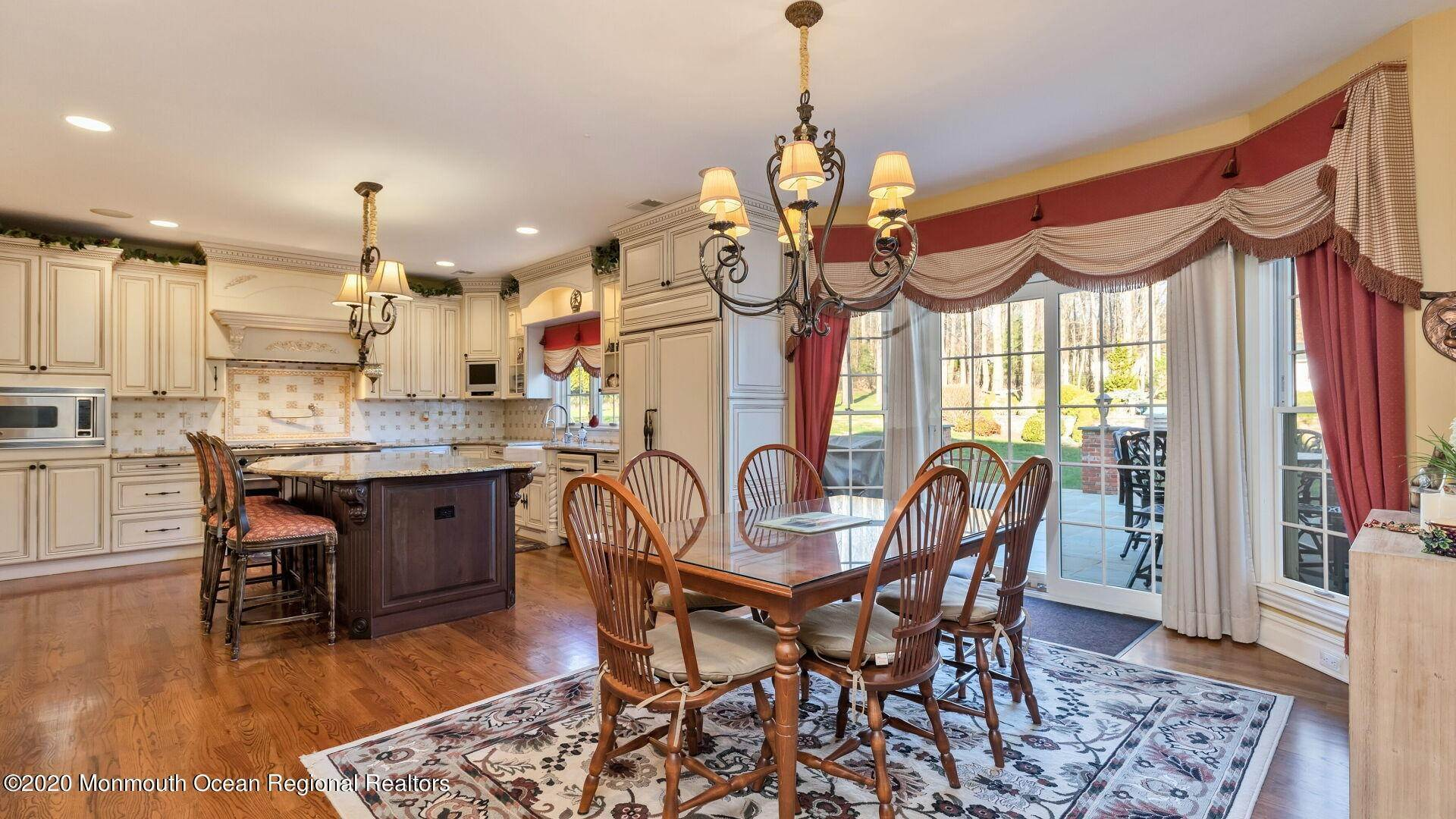9. Single Family Homes for Sale at 18 Winchester Lane Holmdel, New Jersey 07733 United States