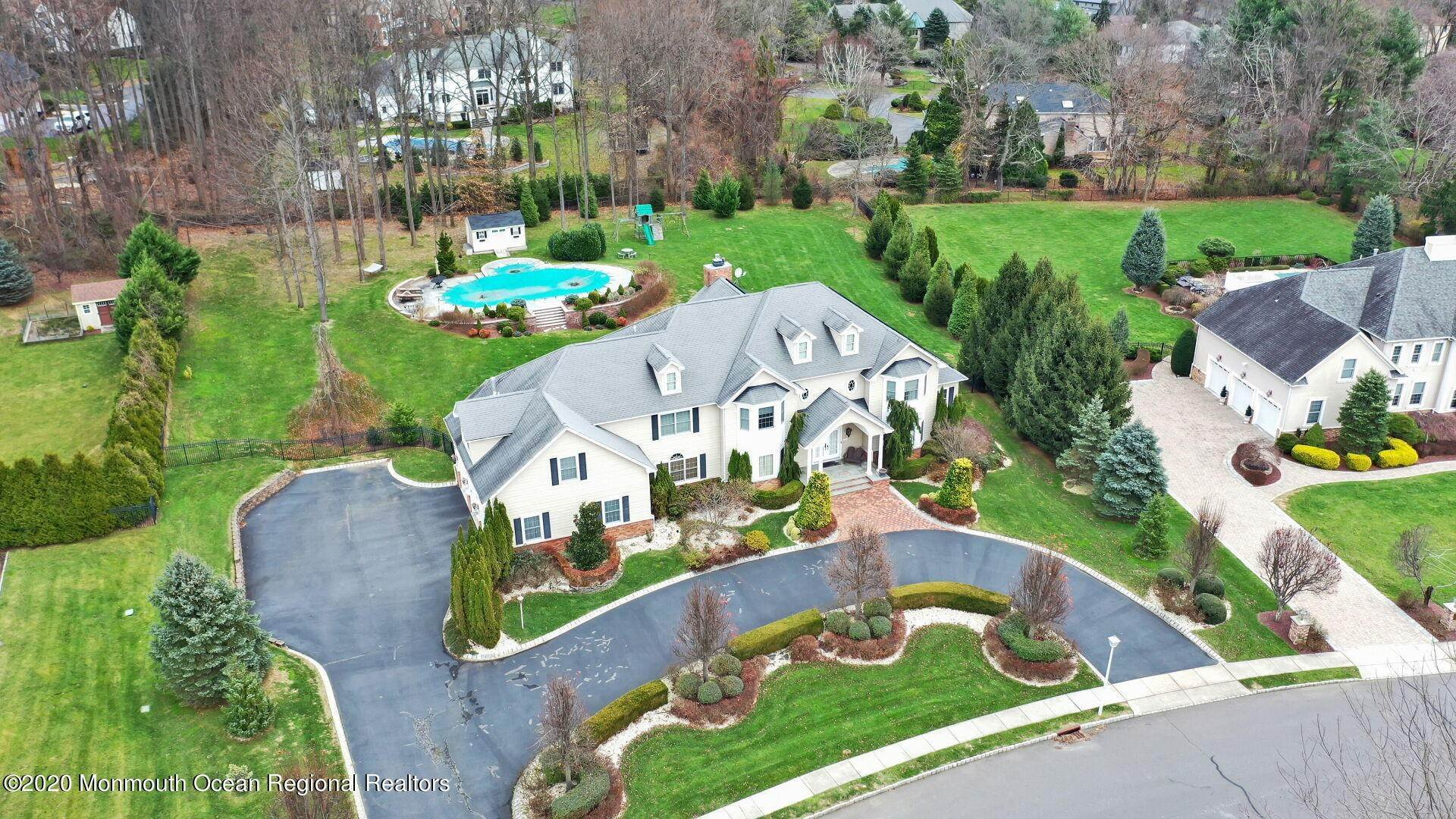 2. Single Family Homes for Sale at 18 Winchester Lane Holmdel, New Jersey 07733 United States