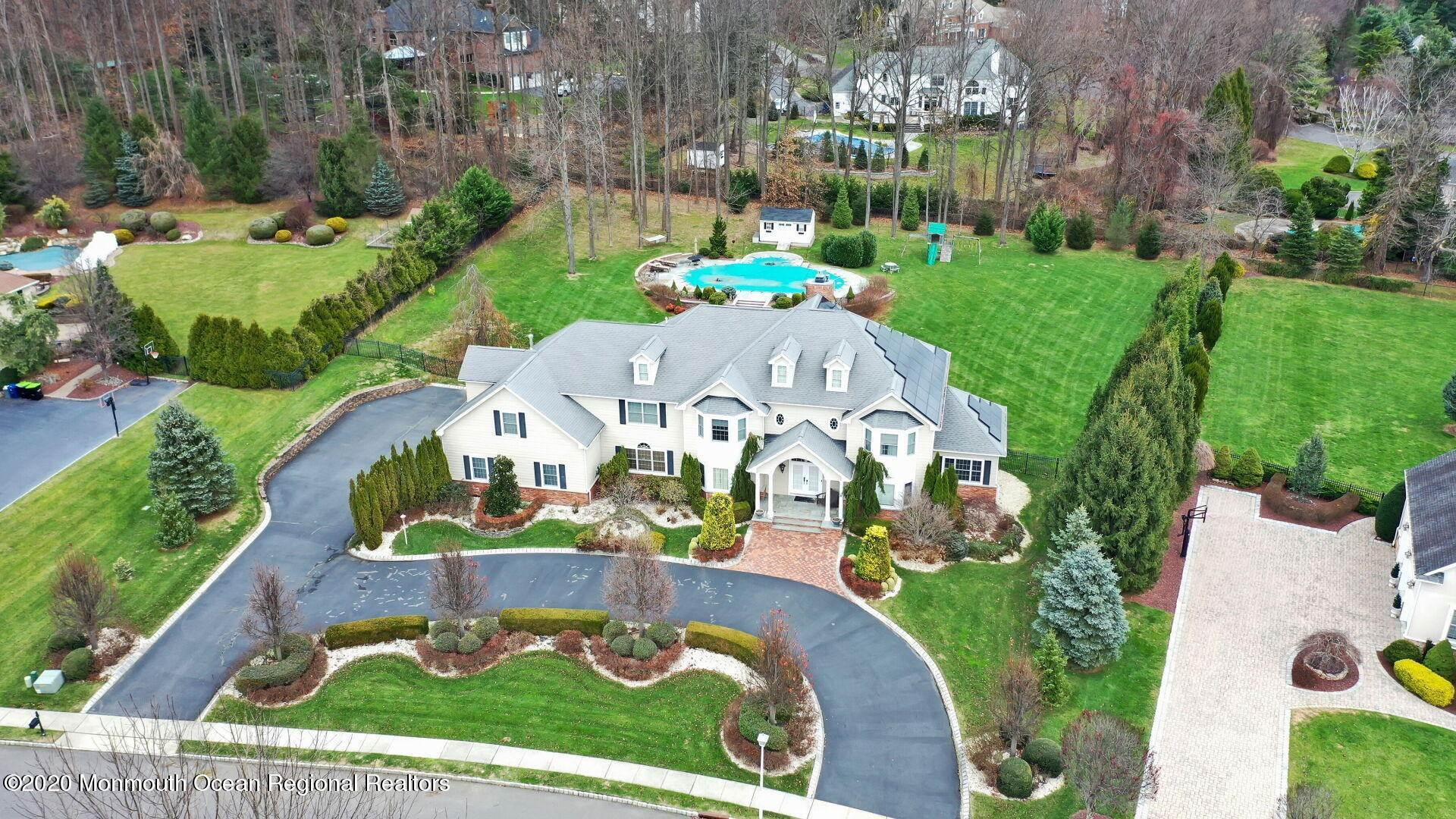 5. Single Family Homes for Sale at 18 Winchester Lane Holmdel, New Jersey 07733 United States