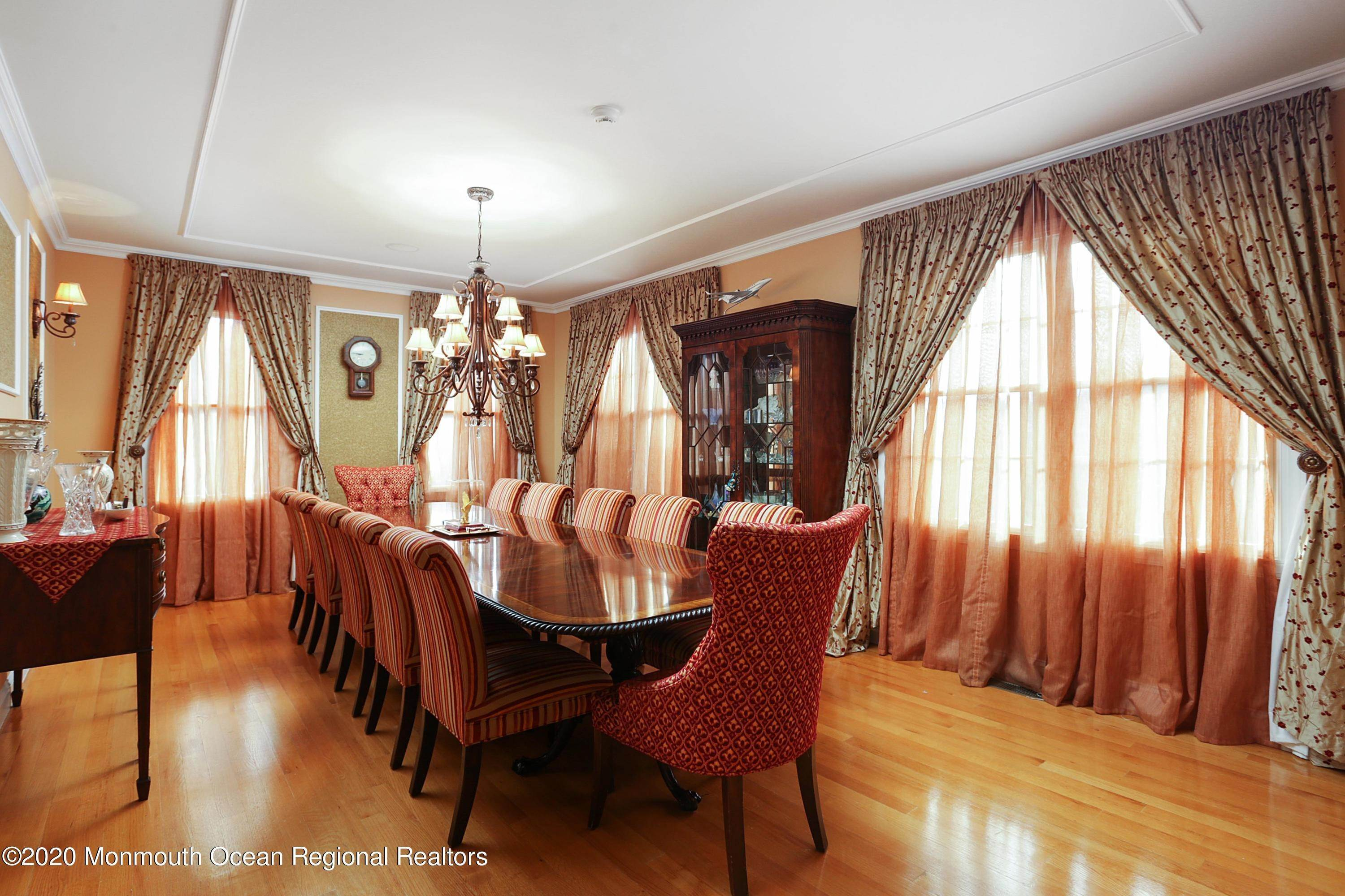 11. Single Family Homes for Sale at 140 Highland Ridge Road Manalapan, New Jersey 07726 United States