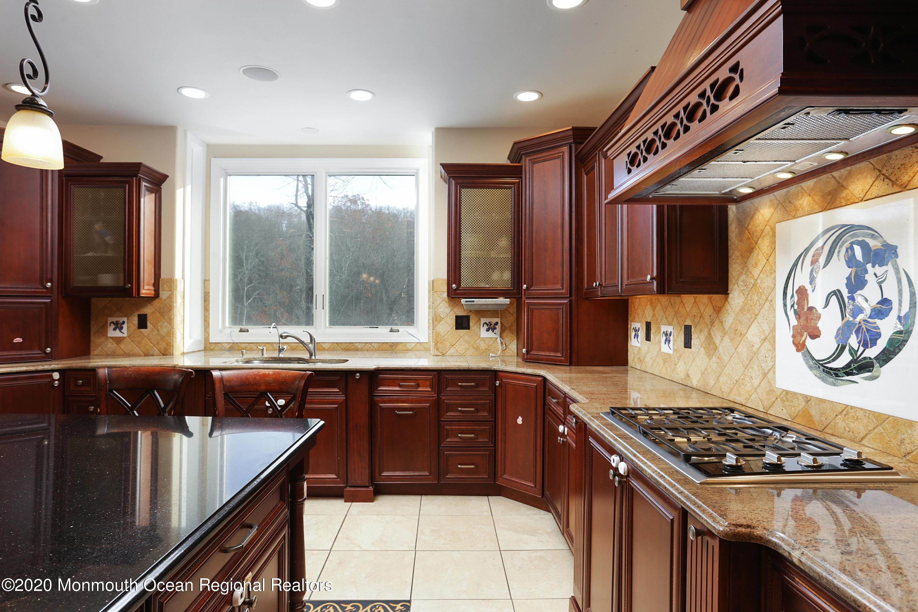 15. Single Family Homes for Sale at 140 Highland Ridge Road Manalapan, New Jersey 07726 United States