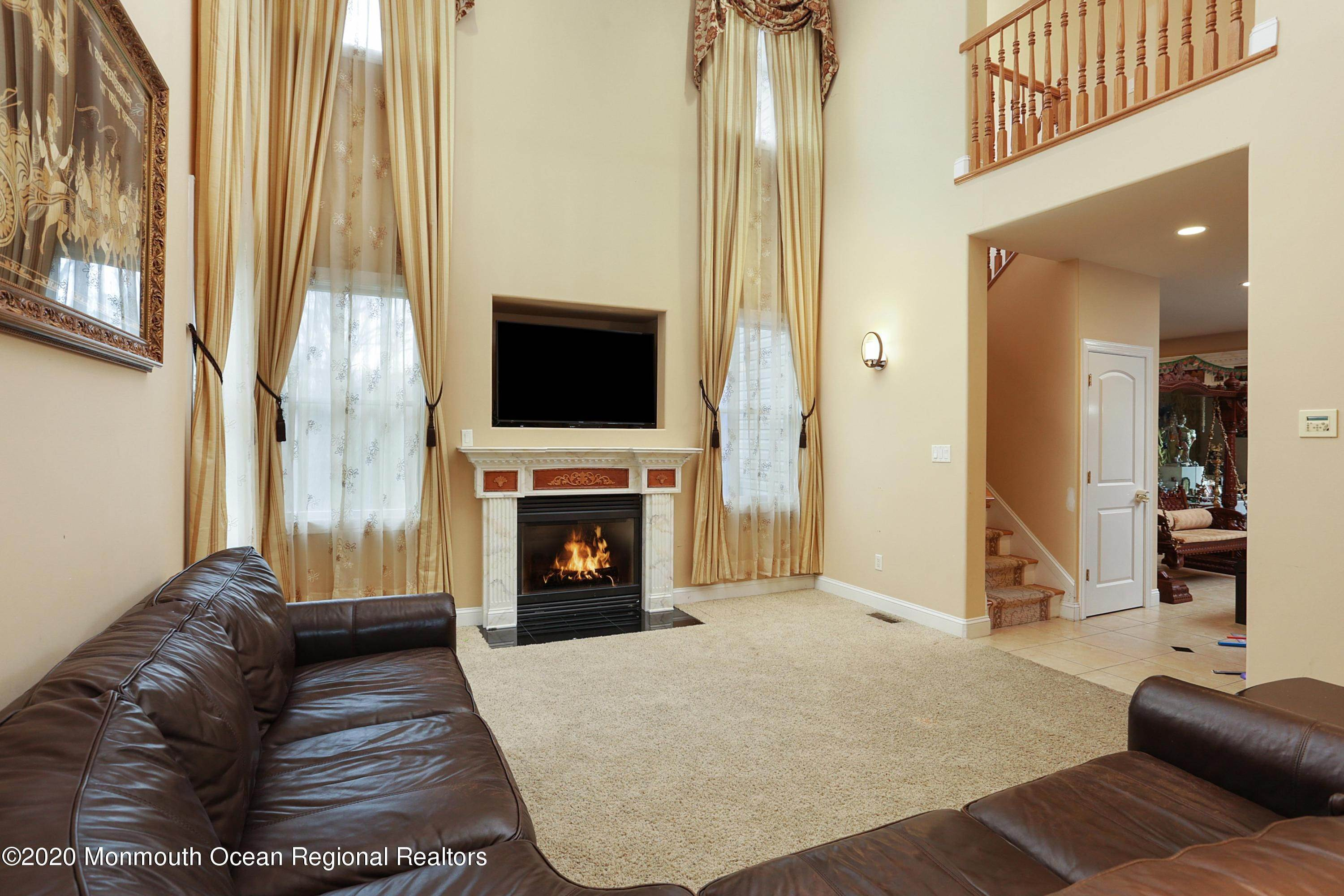 8. Single Family Homes for Sale at 140 Highland Ridge Road Manalapan, New Jersey 07726 United States