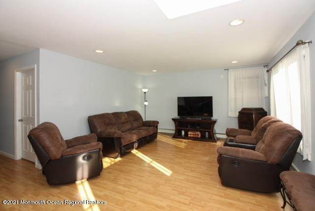 9. Single Family Homes for Sale at 914 Pensacola Road Forked River, New Jersey 08731 United States
