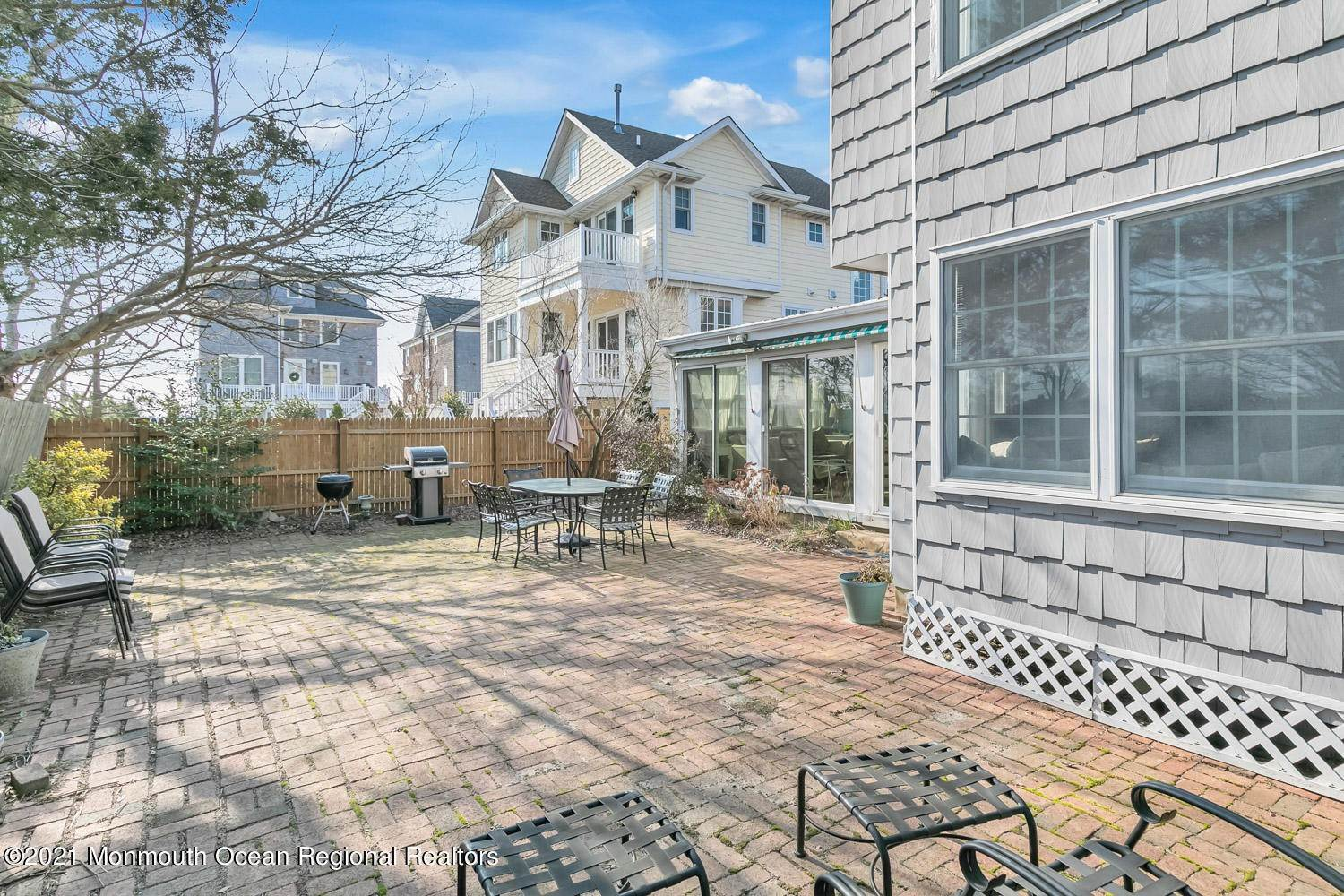 20. Single Family Homes for Sale at 547 Lake Avenue Bay Head, New Jersey 08742 United States
