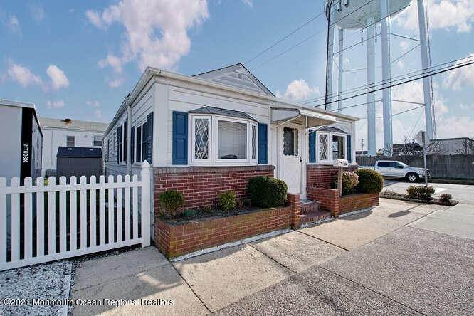 2. Single Family Homes for Sale at 1114 Barnegat Avenue Seaside Park, New Jersey 08752 United States