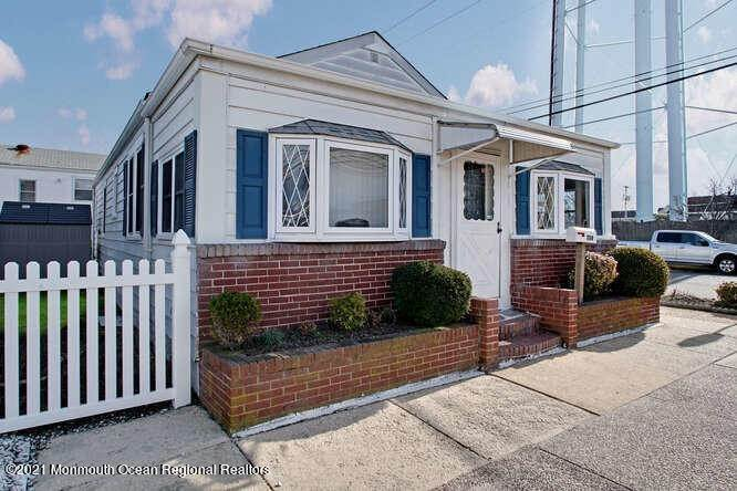 3. Single Family Homes for Sale at 1114 Barnegat Avenue Seaside Park, New Jersey 08752 United States