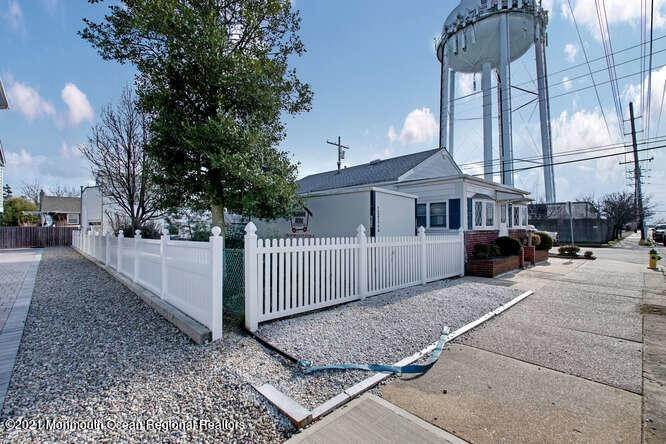 4. Single Family Homes for Sale at 1114 Barnegat Avenue Seaside Park, New Jersey 08752 United States