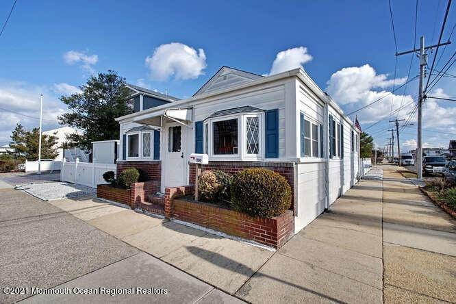 6. Single Family Homes for Sale at 1114 Barnegat Avenue Seaside Park, New Jersey 08752 United States