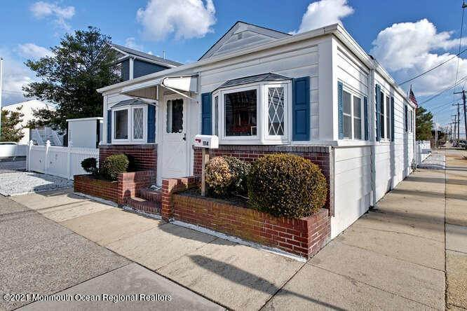 7. Single Family Homes for Sale at 1114 Barnegat Avenue Seaside Park, New Jersey 08752 United States