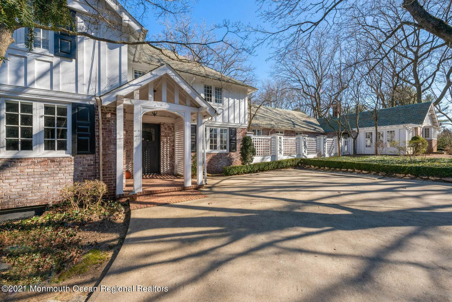 6. Single Family Homes for Sale at 183 Chapel Hill Road Red Bank, New Jersey 07701 United States