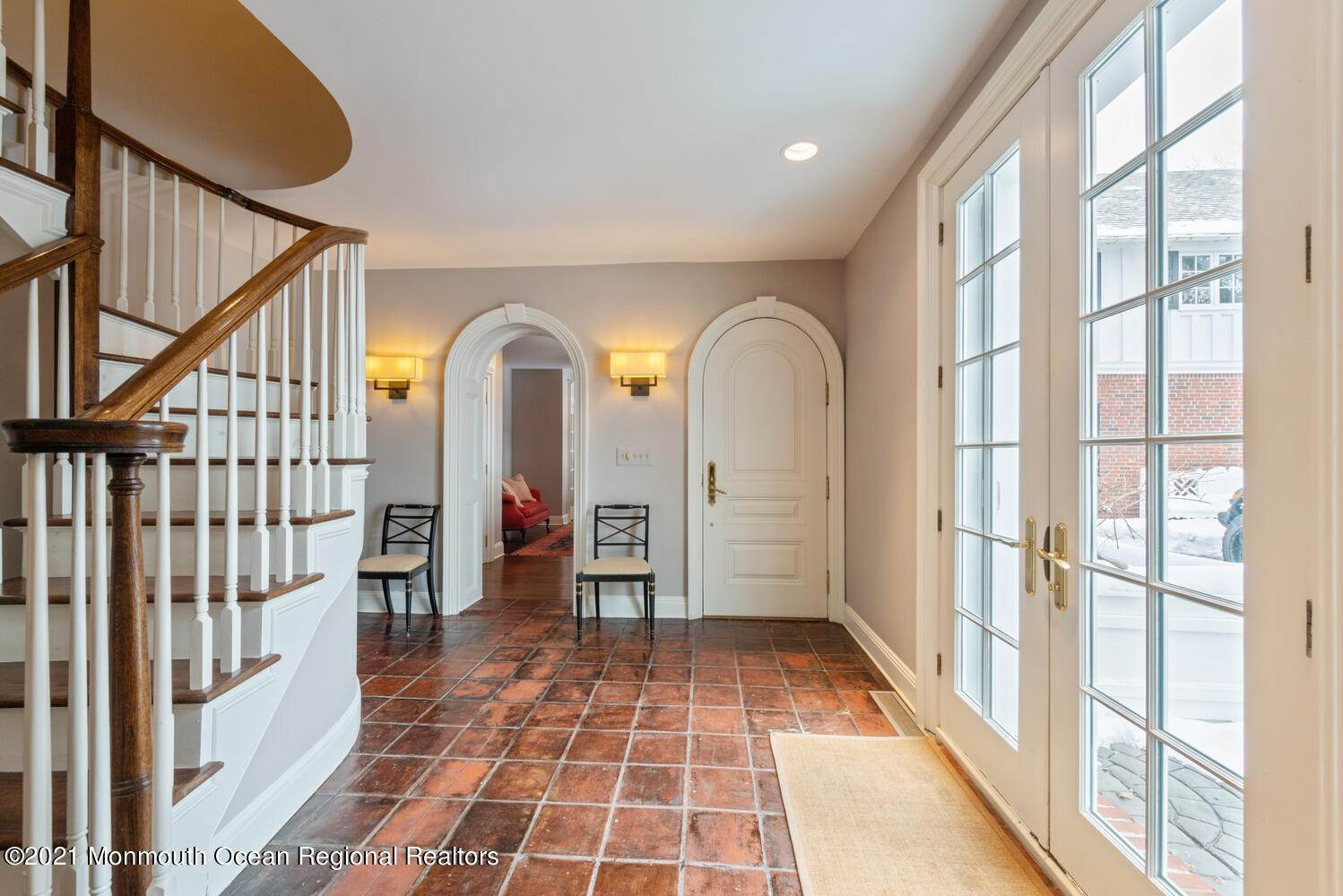 18. Single Family Homes for Sale at 183 Chapel Hill Road Red Bank, New Jersey 07701 United States