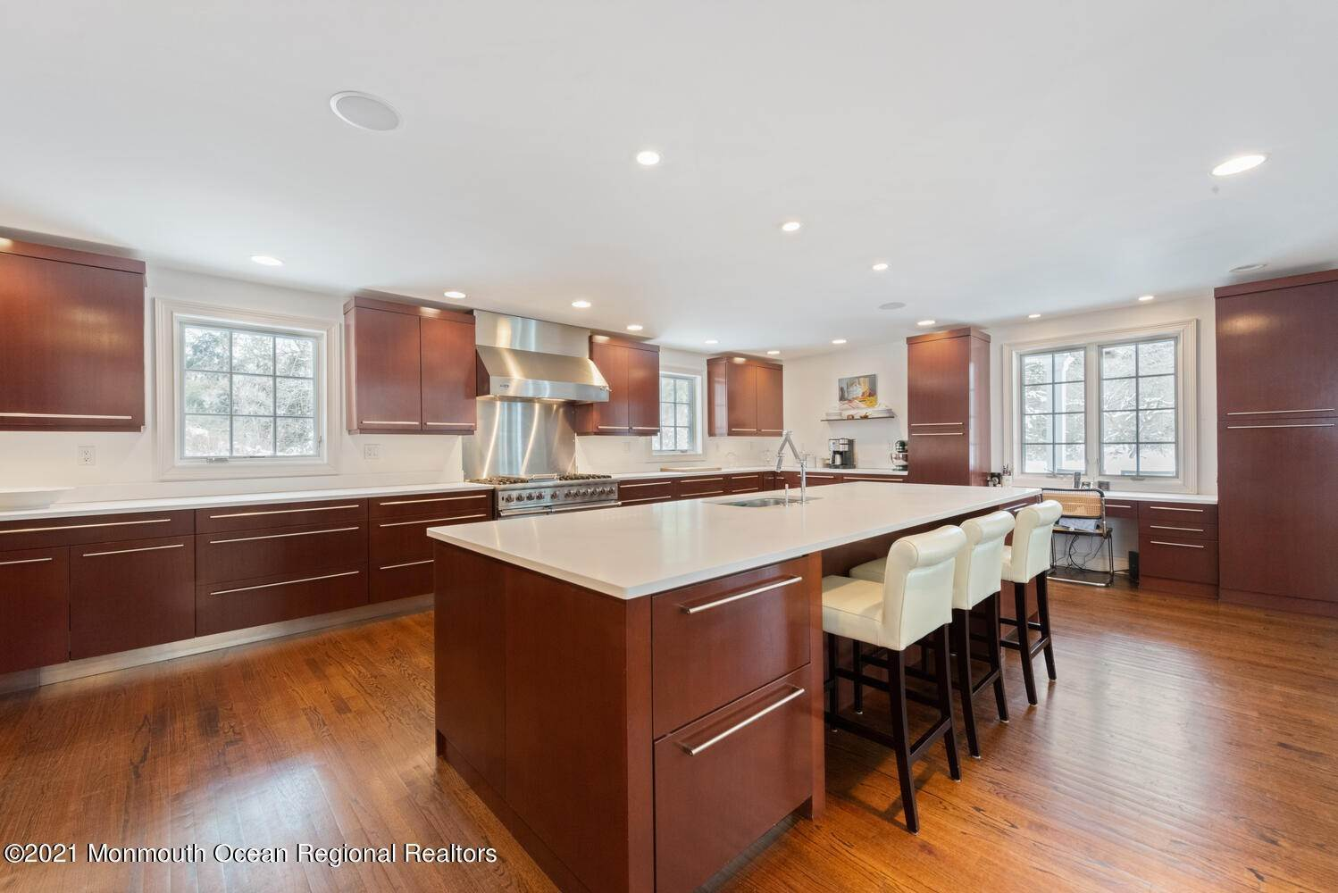 12. Single Family Homes for Sale at 183 Chapel Hill Road Red Bank, New Jersey 07701 United States