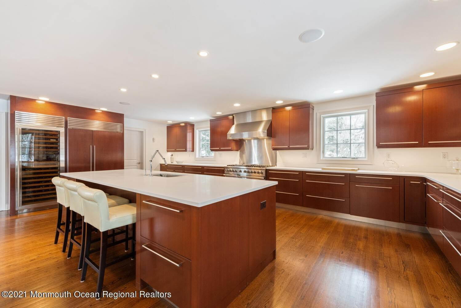 13. Single Family Homes for Sale at 183 Chapel Hill Road Red Bank, New Jersey 07701 United States