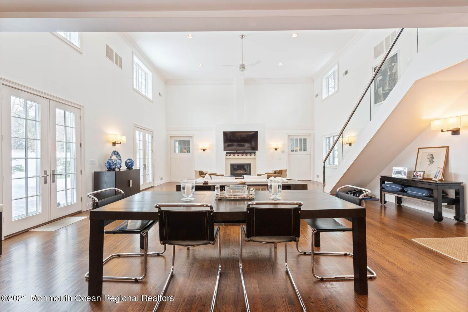 14. Single Family Homes for Sale at 183 Chapel Hill Road Red Bank, New Jersey 07701 United States