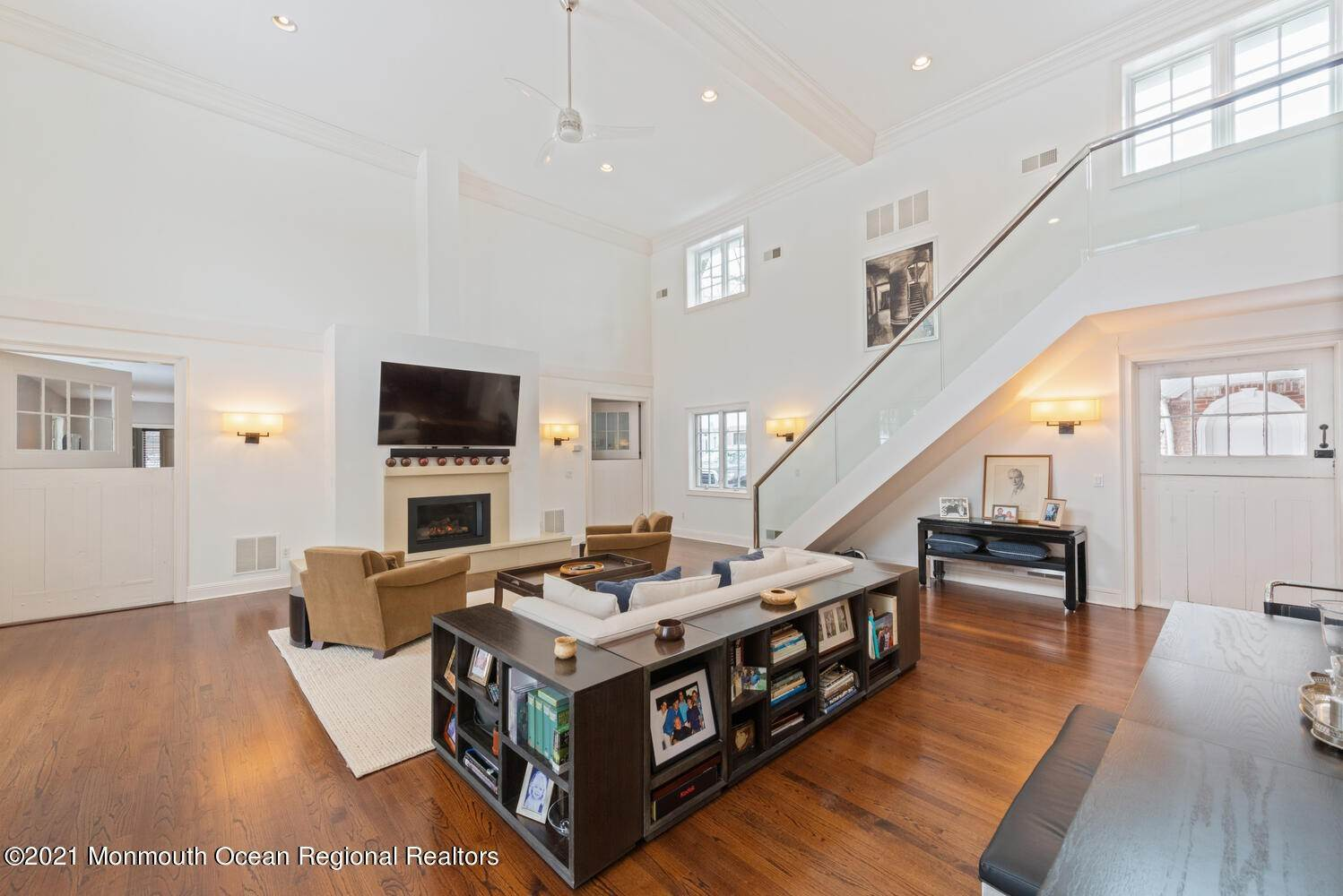 15. Single Family Homes for Sale at 183 Chapel Hill Road Red Bank, New Jersey 07701 United States