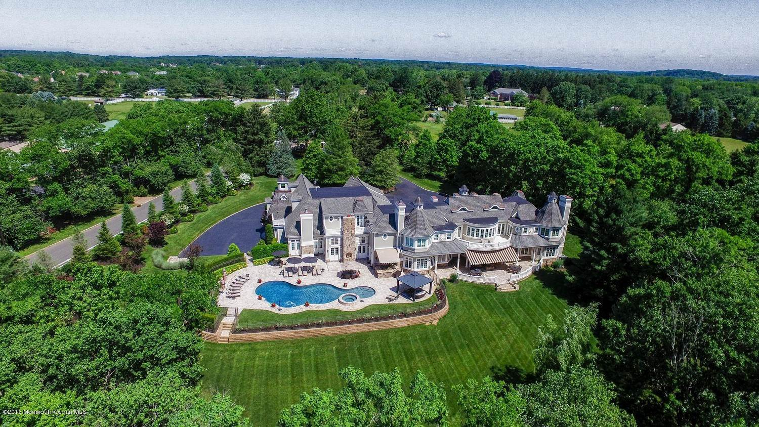 16. Single Family Homes for Sale at 21 Hominy Hill Road Colts Neck, New Jersey 07722 United States