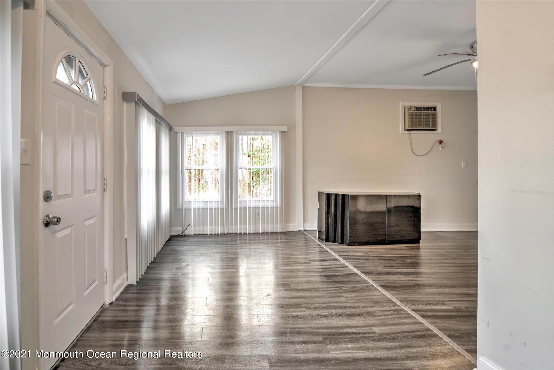 5. Single Family Homes for Sale at 616 Arverne Avenue Ocean Gate, New Jersey 08740 United States