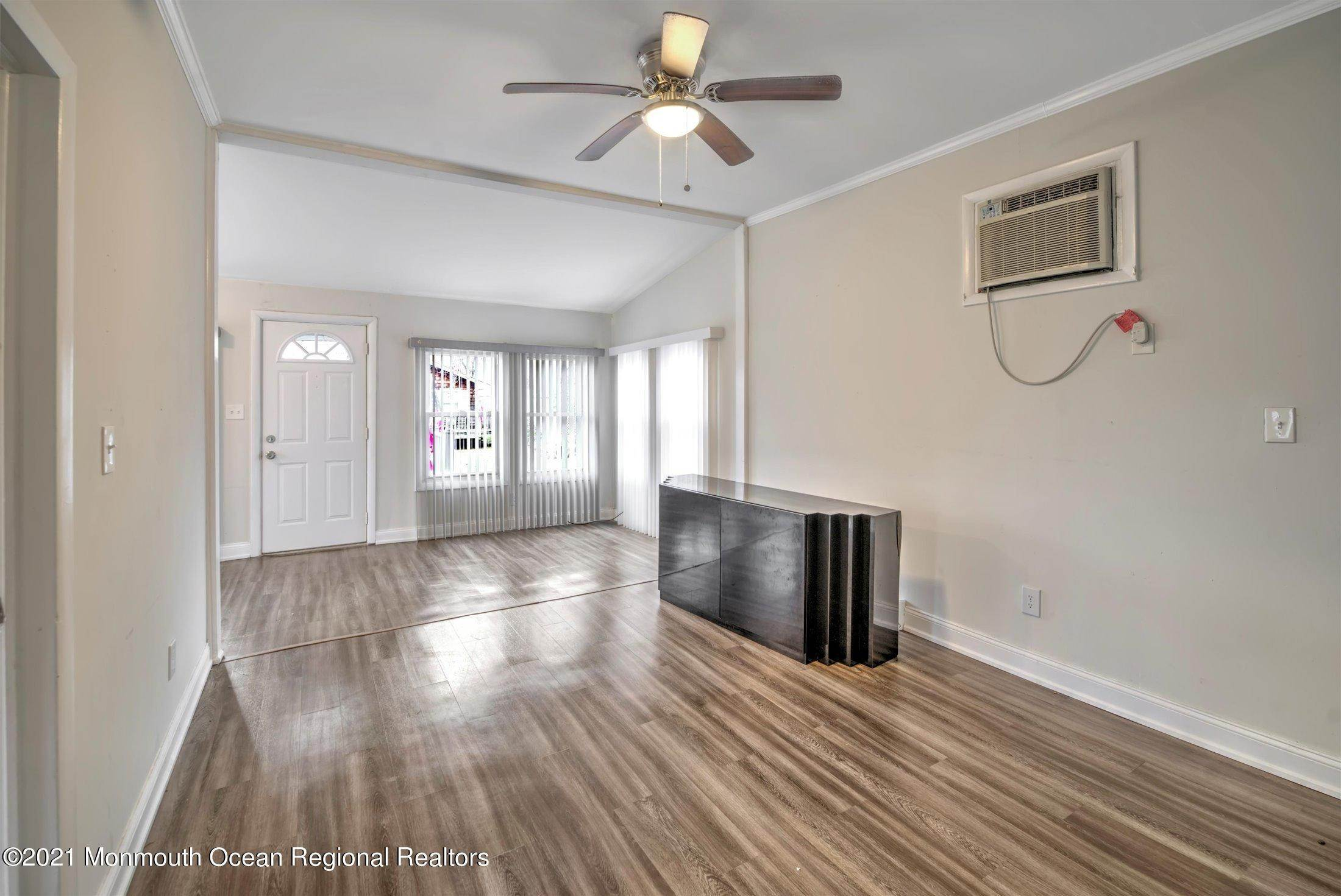 9. Single Family Homes for Sale at 616 Arverne Avenue Ocean Gate, New Jersey 08740 United States