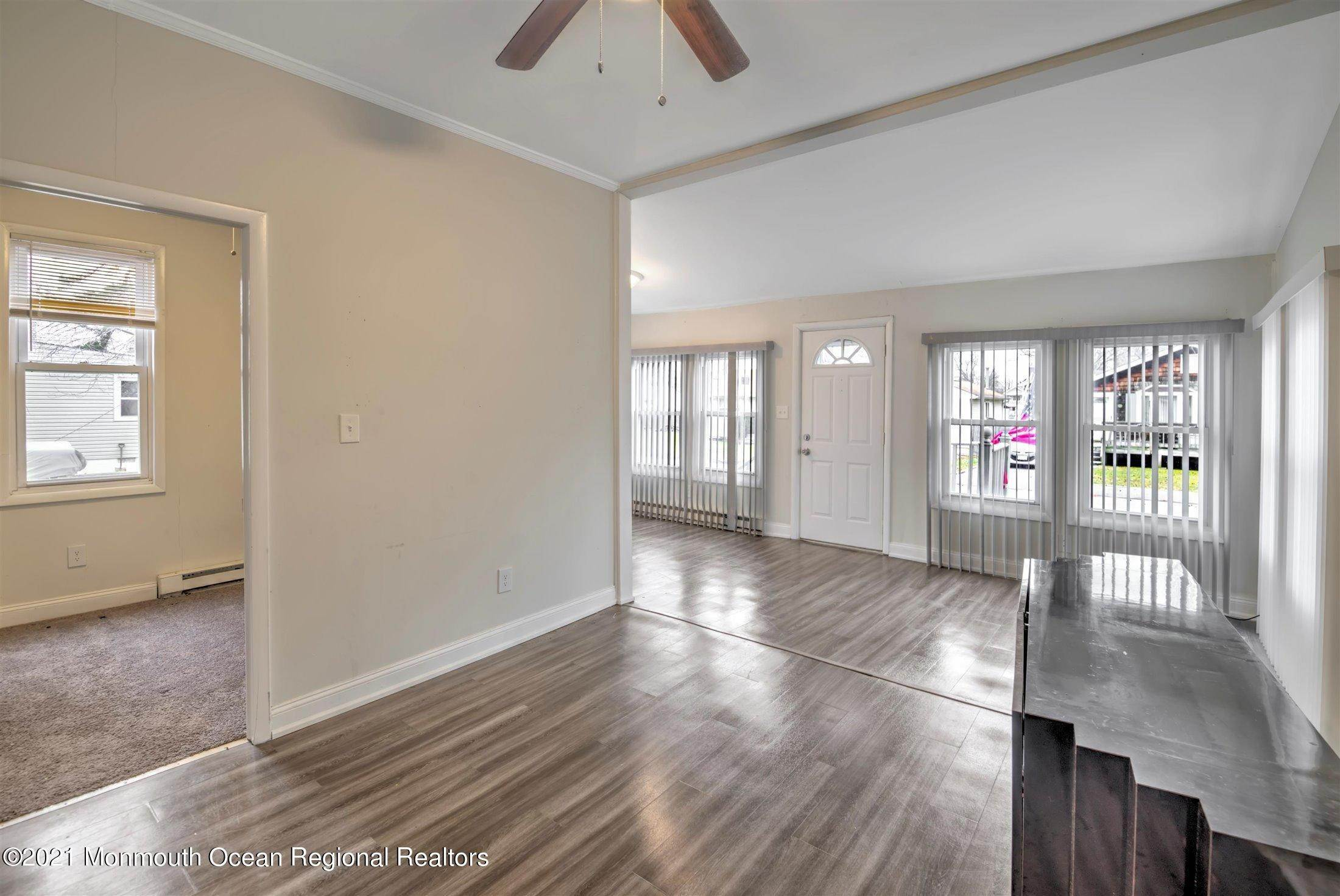 10. Single Family Homes for Sale at 616 Arverne Avenue Ocean Gate, New Jersey 08740 United States