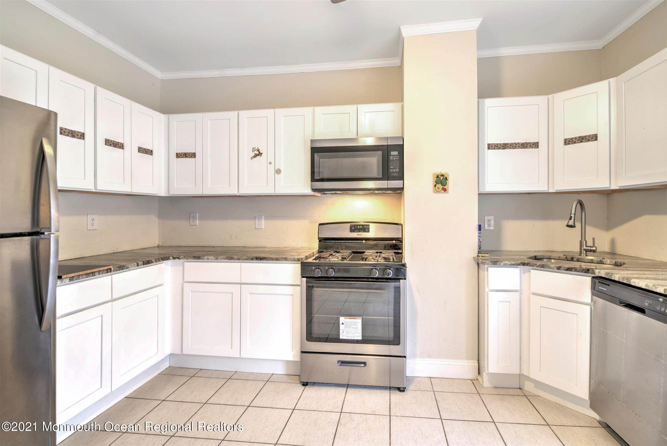 13. Single Family Homes for Sale at 616 Arverne Avenue Ocean Gate, New Jersey 08740 United States