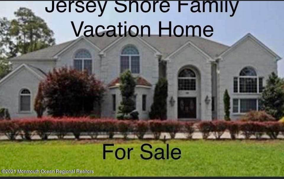 Single Family Homes for Sale at 18 Kinney Road Manalapan, New Jersey 07726 United States