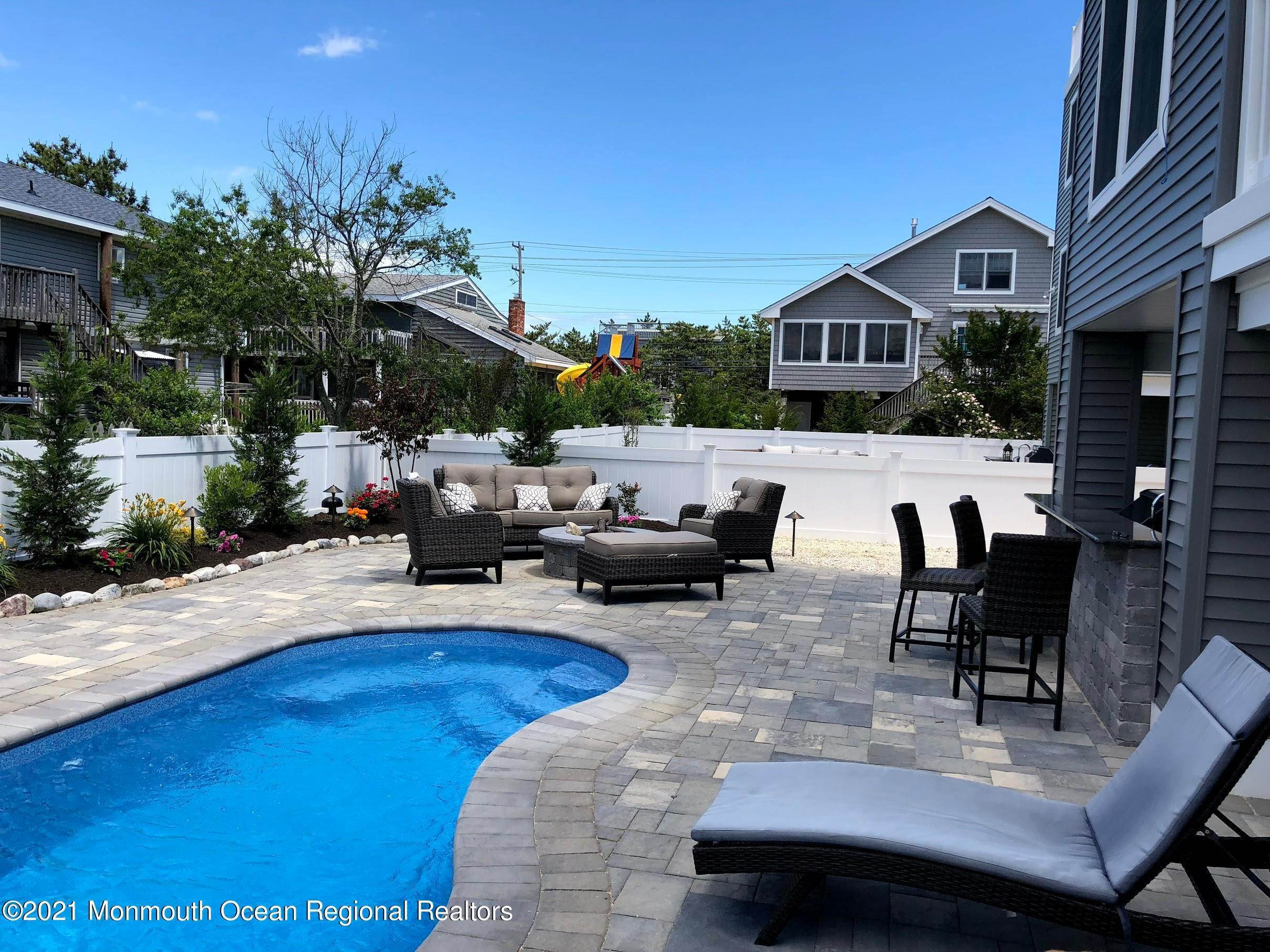 8. Single Family Homes for Sale at 304 10th Street Ship Bottom, New Jersey 08008 United States