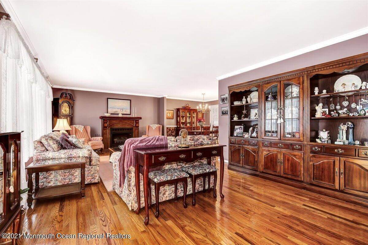 9. Single Family Homes for Sale at 1092 Wake Forest Drive Toms River, New Jersey 08753 United States