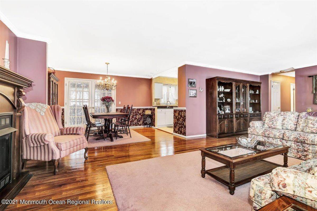 12. Single Family Homes for Sale at 1092 Wake Forest Drive Toms River, New Jersey 08753 United States