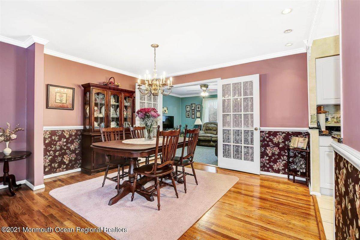 14. Single Family Homes for Sale at 1092 Wake Forest Drive Toms River, New Jersey 08753 United States