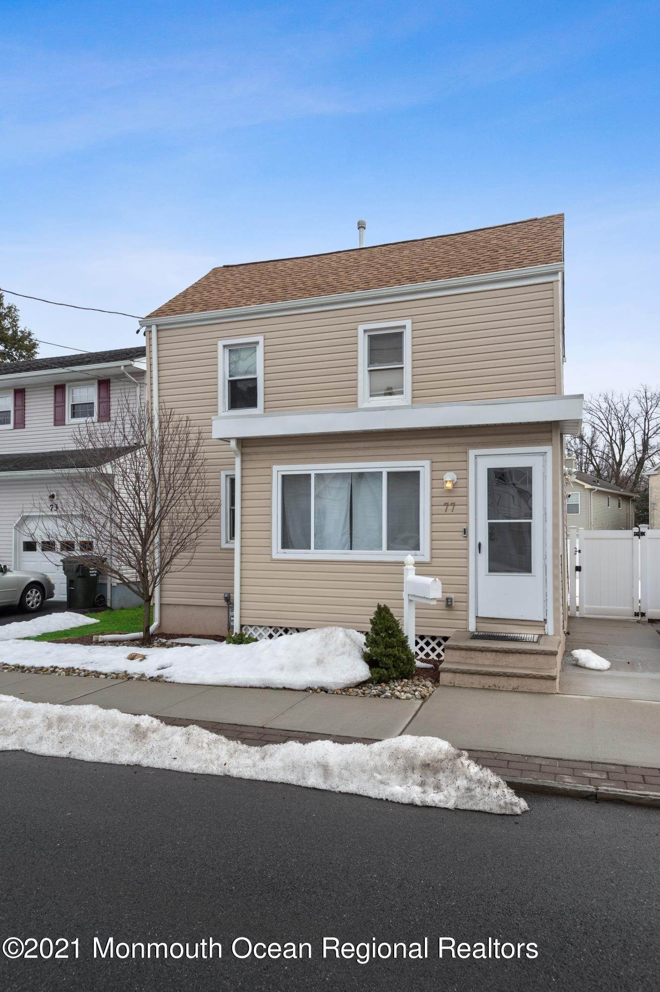 Single Family Homes para Venda às 77 2nd Street Woodbridge, Nova Jersey 07095 Estados Unidos