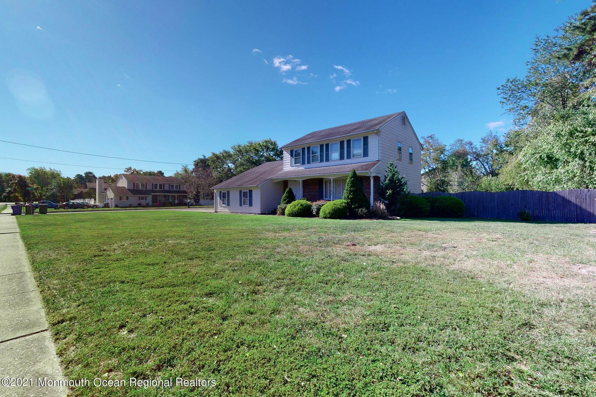 5. Single Family Homes for Sale at 983 Continental Avenue Toms River, New Jersey 08753 United States