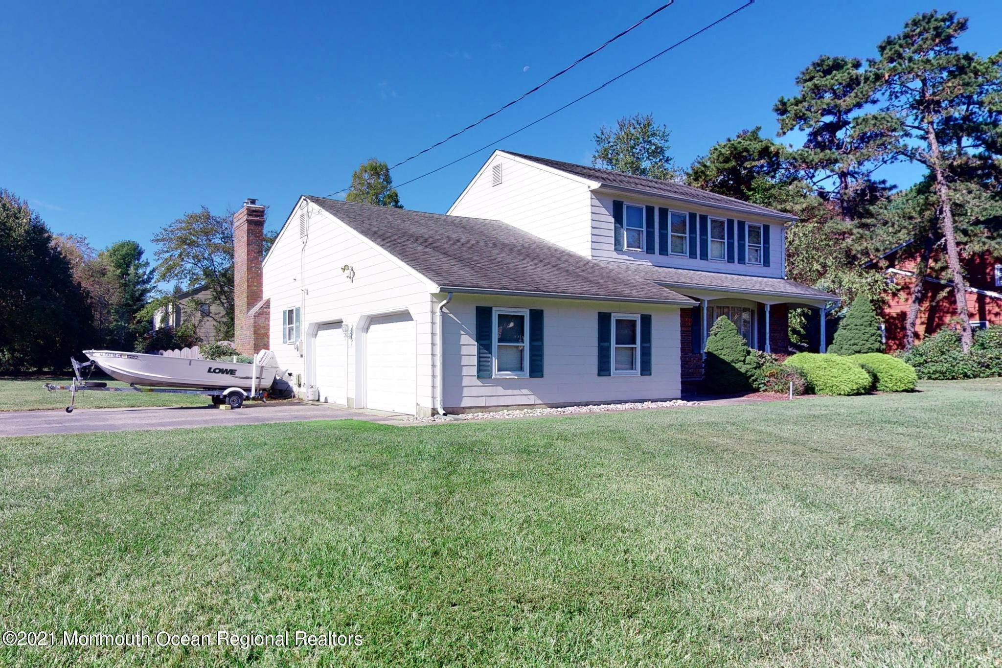 8. Single Family Homes for Sale at 983 Continental Avenue Toms River, New Jersey 08753 United States