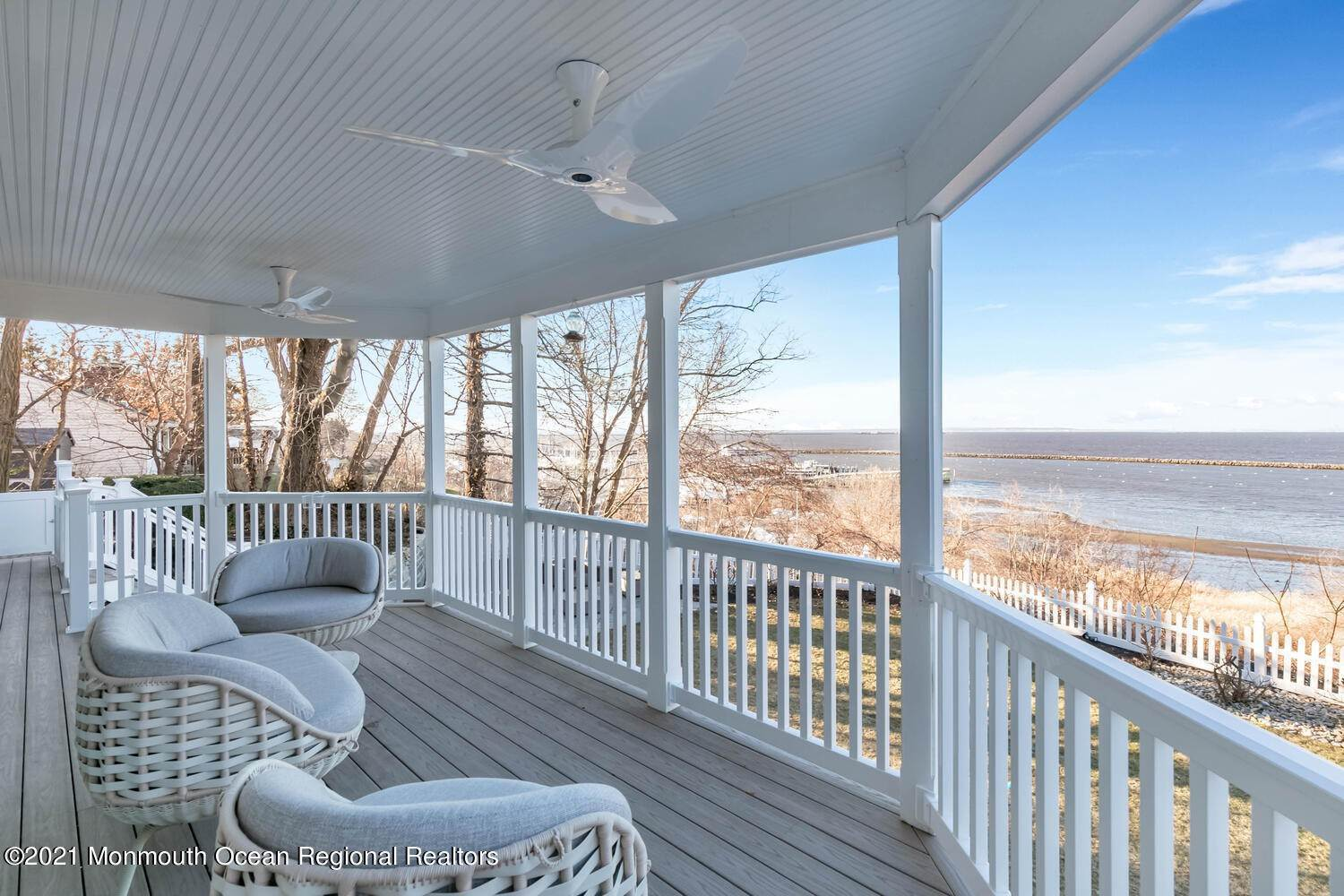 11. Single Family Homes for Sale at 108 Ocean Boulevard Atlantic Highlands, New Jersey 07716 United States