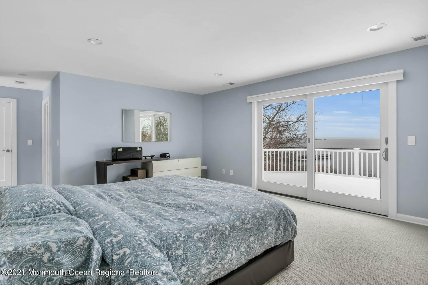 17. Single Family Homes for Sale at 108 Ocean Boulevard Atlantic Highlands, New Jersey 07716 United States