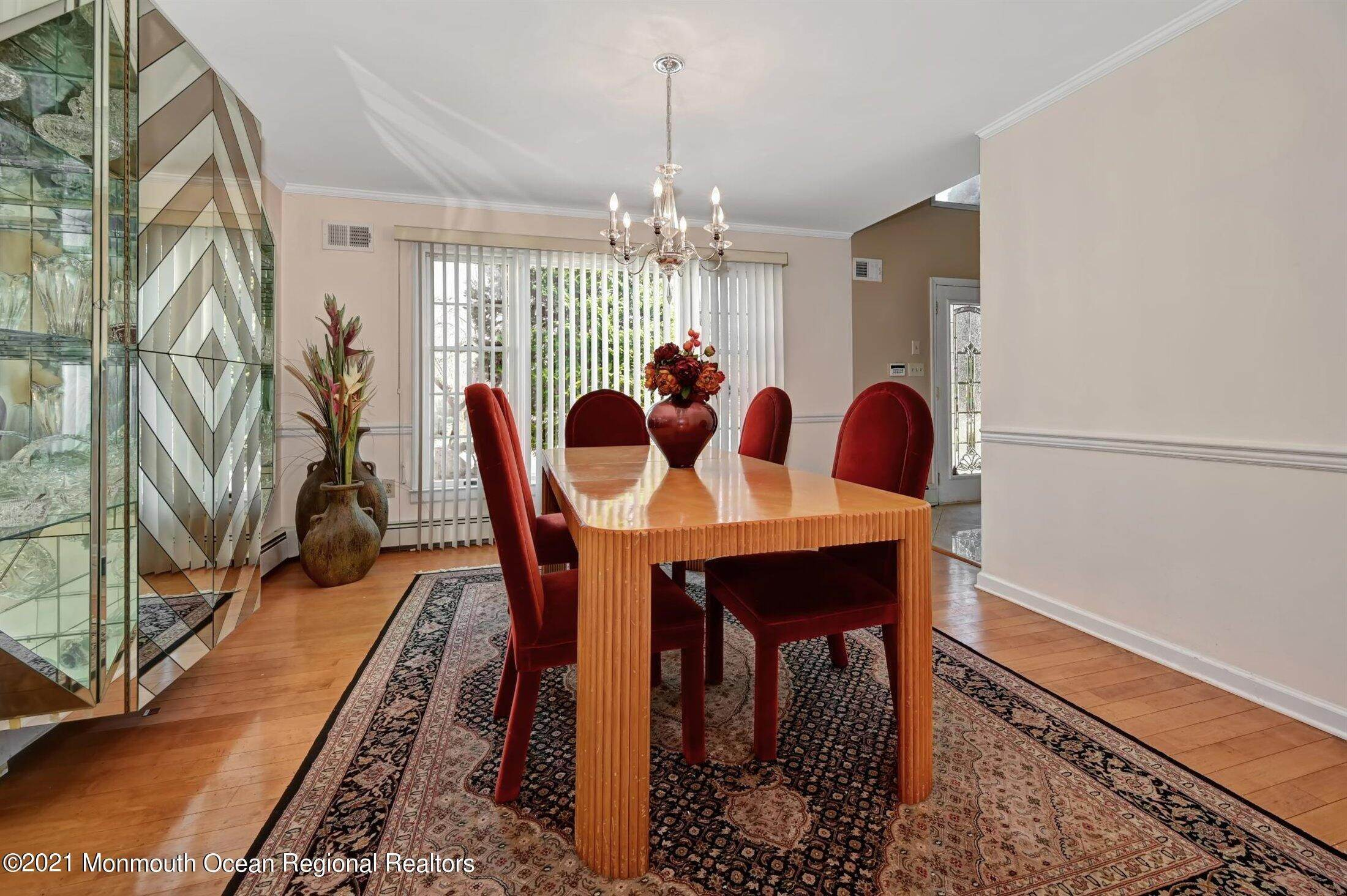 8. Single Family Homes for Sale at 5 Cambridge Court Morganville, New Jersey 07751 United States