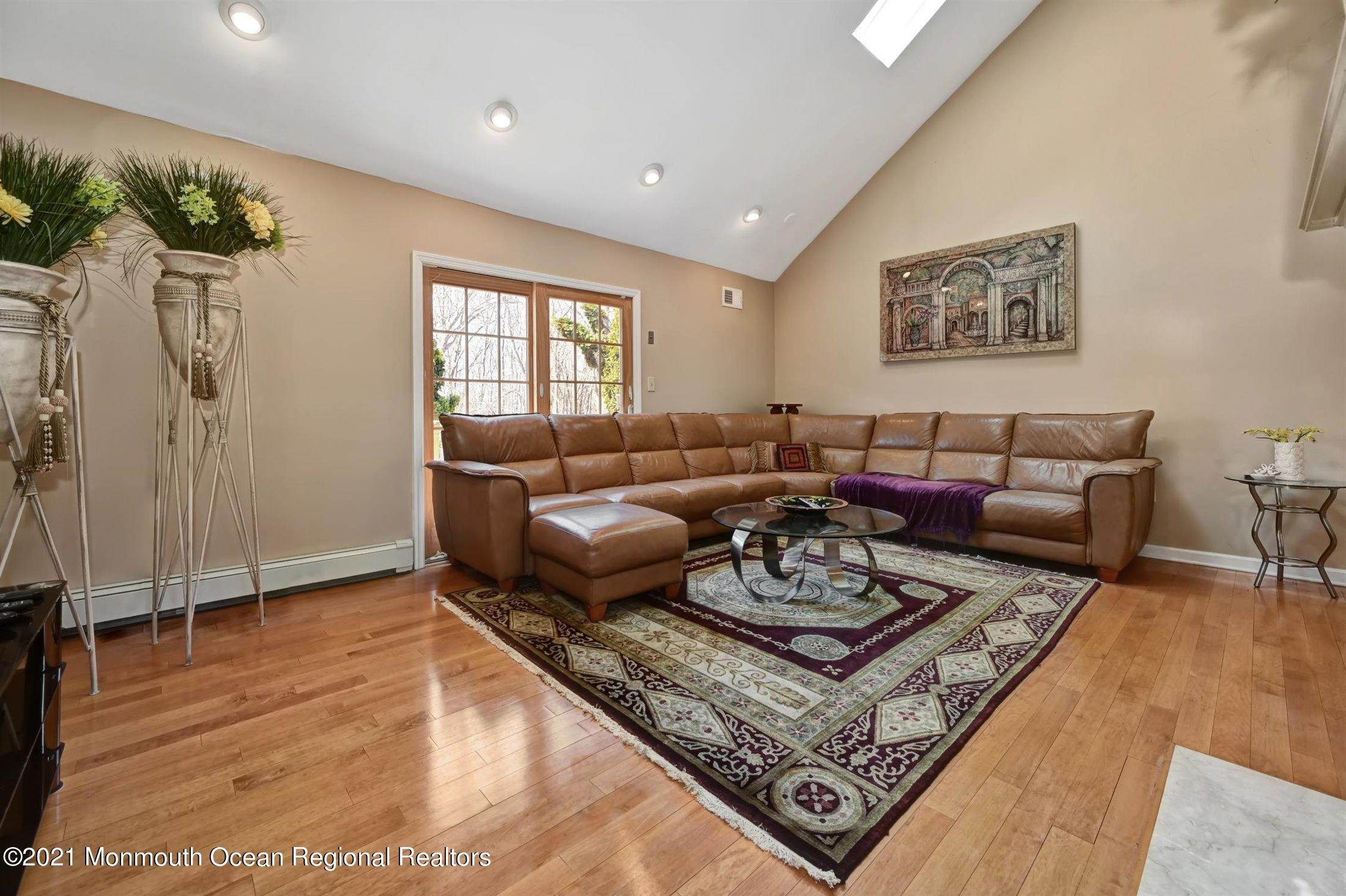 11. Single Family Homes for Sale at 5 Cambridge Court Morganville, New Jersey 07751 United States