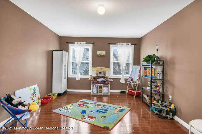 19. Single Family Homes for Sale at 88 Brainard Avenue Port Monmouth, New Jersey 07758 United States