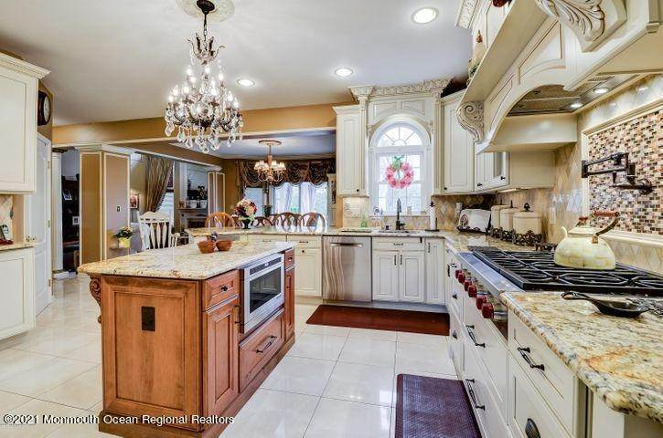 5. Single Family Homes for Sale at 301 Rocky Top Road Morganville, New Jersey 07751 United States