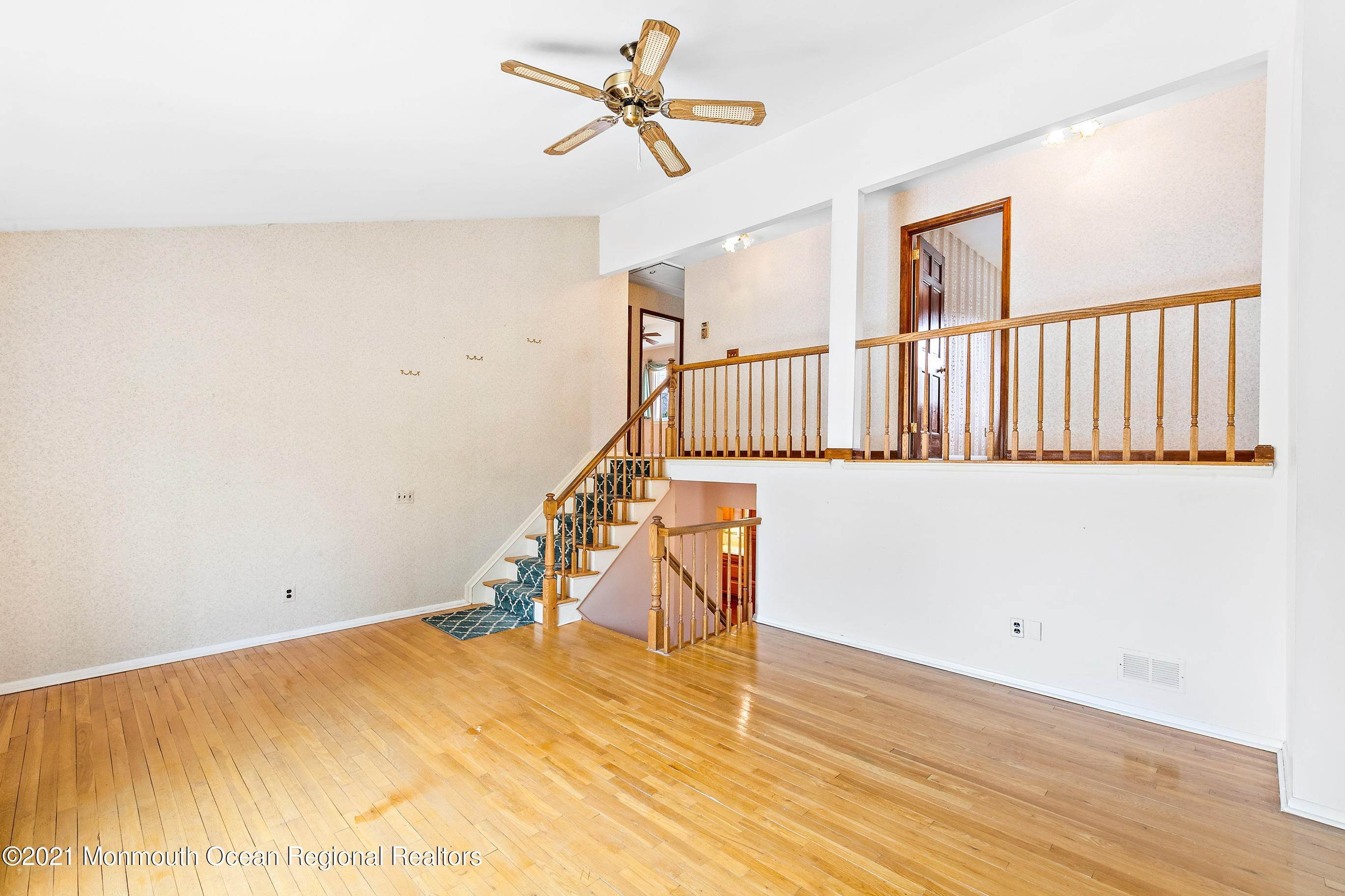 15. Single Family Homes for Sale at 130 Sherwood Drive Freehold, New Jersey 07728 United States