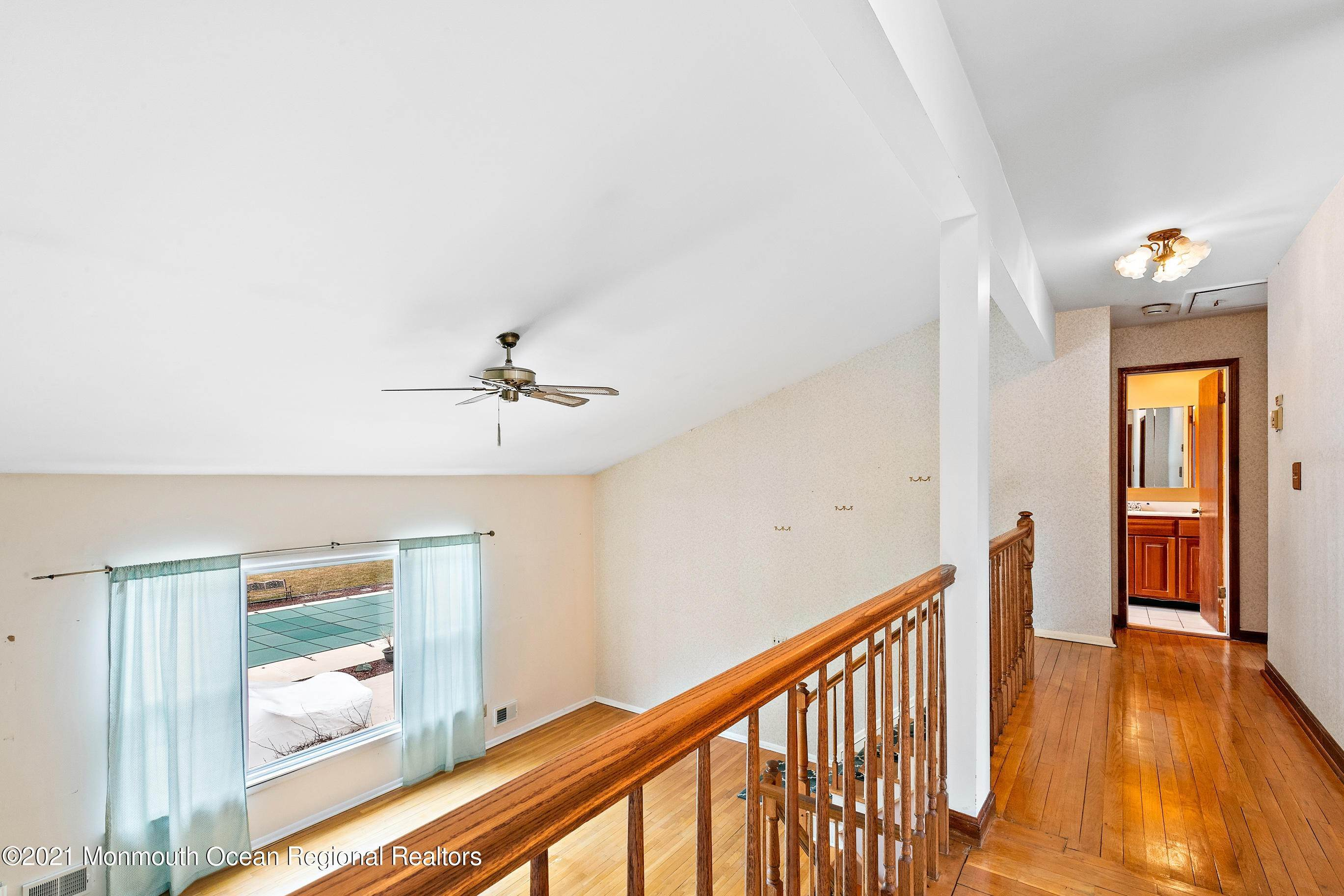 16. Single Family Homes for Sale at 130 Sherwood Drive Freehold, New Jersey 07728 United States