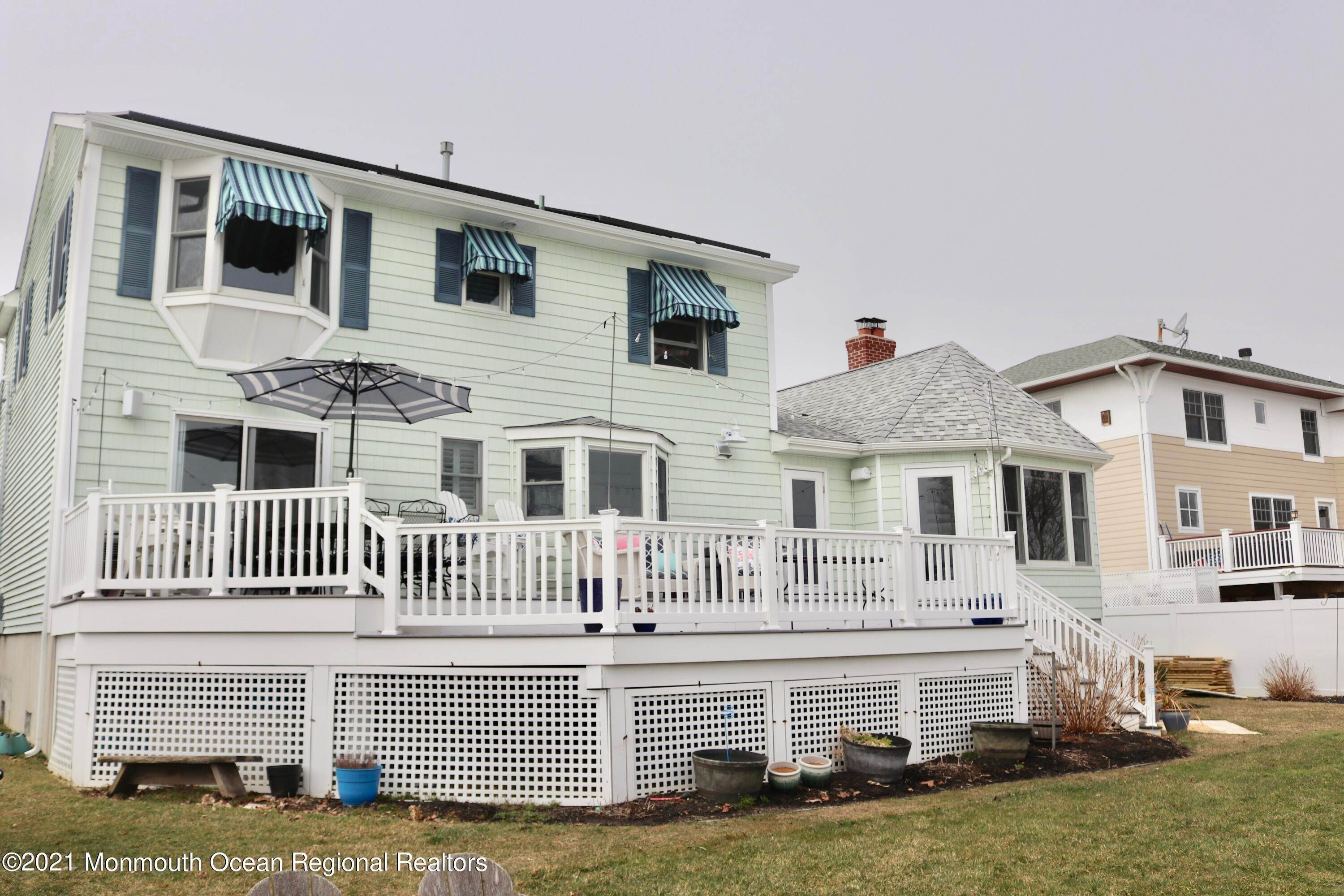 12. Single Family Homes for Sale at 35 Shrewsbury Drive Monmouth Beach, New Jersey 07750 United States