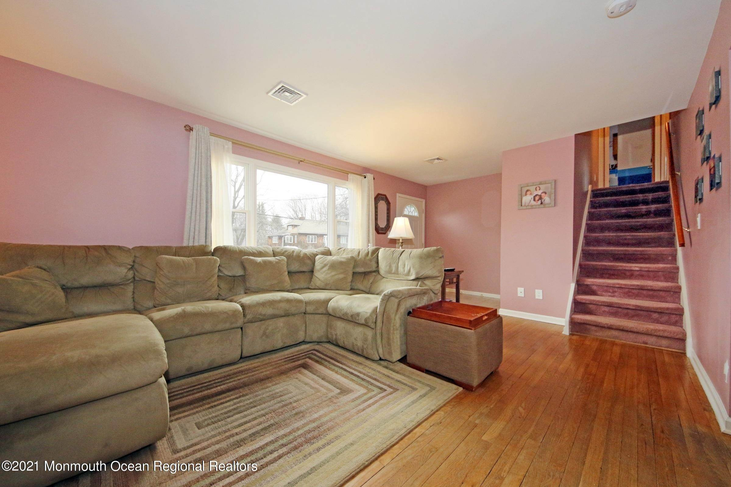 8. Single Family Homes for Sale at 90 Center Avenue Leonardo, New Jersey 07737 United States