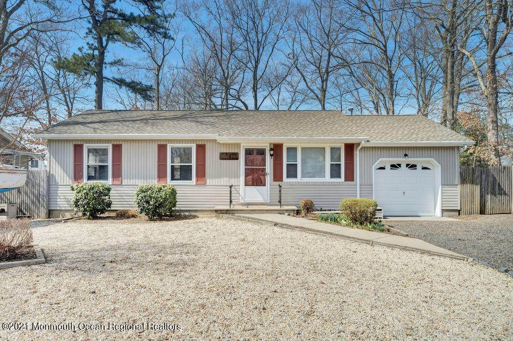 19. Single Family Homes for Sale at 84 Shore Avenue Manahawkin, New Jersey 08050 United States
