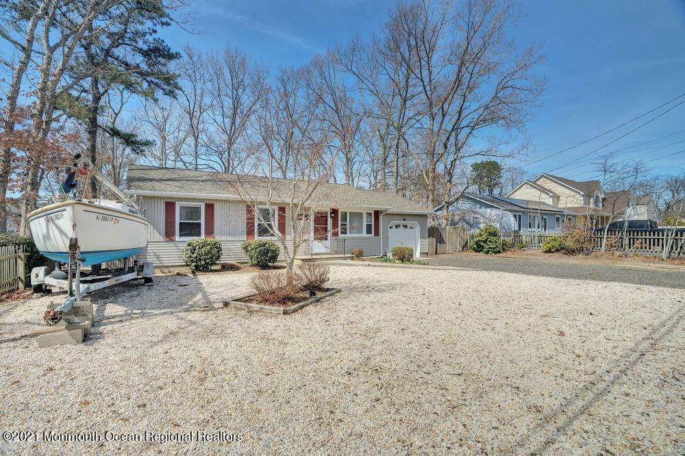 20. Single Family Homes for Sale at 84 Shore Avenue Manahawkin, New Jersey 08050 United States