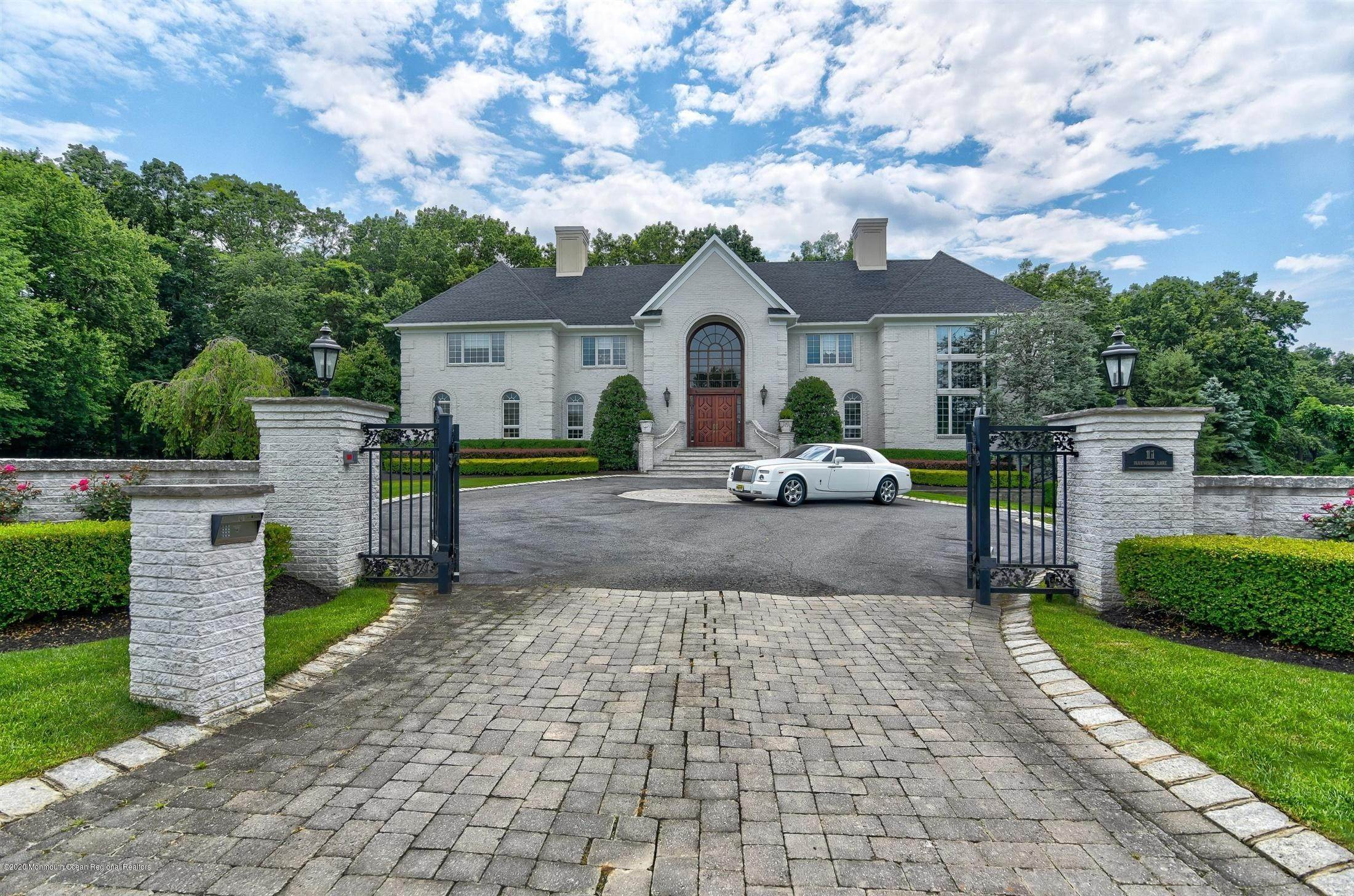 Single Family Homes for Sale at 11 Parkwood Lane Colts Neck, New Jersey 07722 United States